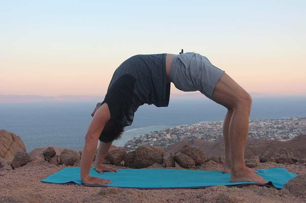 Упражнения для гибкости спины плеч