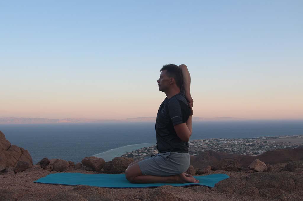 Упражнения для гибкости плеч